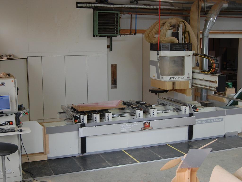 Das 5 Achs CNC Bearbeitungszentrum der 3D CNC Tischlerei Cluse